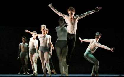 Kairos by Ballett Zürich Wayne McGregor Christian Spuck Supported by Swiss Arts Council Pro Helvetia and Stanley Thomas Johnson Foundation Ballett Zürich, one of Europe's leading ensembles, presents a captivating double bill featuring works by their artistic director Christian Spuck and multi-award-winning British choreographer Wayne McGregor. McGregor's new work Kairos is a seamless marriage of design and structure set to Max Richter's celebrated reimagining of Vivaldi's The Four Seasons and features striking designs by leading British artist Idris Khan. In Sonett Ballett Zürich's Artistic Director Christian Spuck plunges into the mysterious world of William Shakespeare's late sonnets weaving together music, dance and language with his customary theatrical flair and passion. The Edinburgh International Festival, Edinburgh, Scotland. UK xx/08/2015 © COPYRIGHT PHOTO BY MURDO MACLEOD All Rights Reserved Tel + 44 131 669 9659 Mobile +44 7831 504 531 Email: m@murdophoto.com STANDARD TERMS AND CONDITIONS APPLY (press button below or see details at http://www.murdophoto.com/T%26Cs.html No syndication, no redistribution, Murdo Macleods repro fees apply. Commed