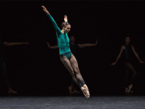 Viktorina Kapitonova In The Middle Somewhat Elevated William Forsythe Ballet Zurich